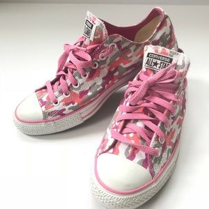 Pink camo camouflage converse low top chucks